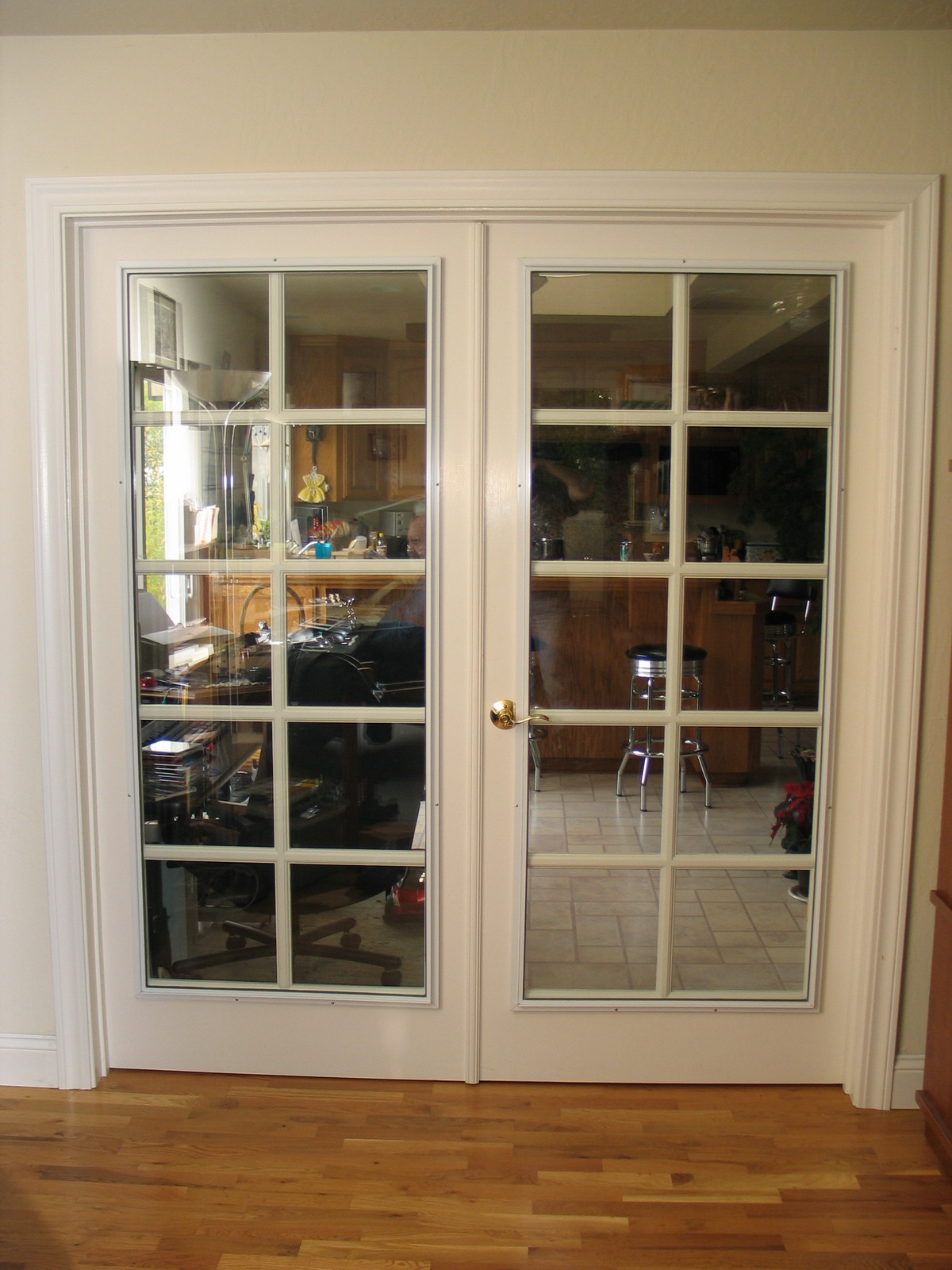 Interior glass doors - Soundproofing Glass Panel Mounted On An Interior French Door